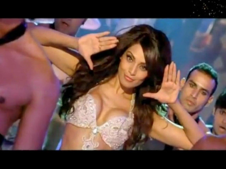 Bipasha Hot Video oh bipasha copies oh beyonce, oh shakira - bollywood scoop