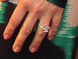 Drew Barrymore dévoile sa bague de fiançailles
