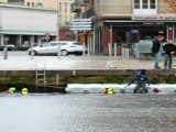 TELETHON 2011 : les pompiers se relaient à la nage à Caen (Calvados-14)