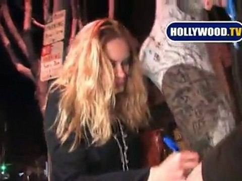 Sarah Conner Chronicles Star Leven Rambin Getting Annoyed By Autographers
