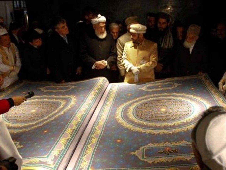 Le plus grand Coran du monde : 500 kg - Vidéo Dailymotion