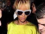 La drôle de marque au cou de Rihanna
