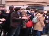 Ambiance : arrivée de Nicolas Sarkozy à son siège de campagne