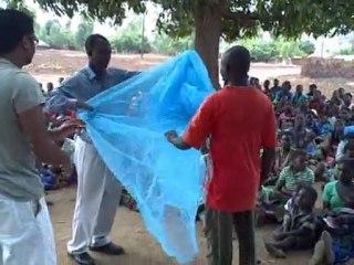 Malawi, Mulanje, Thuchira: Bednet distribution