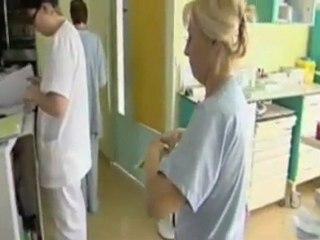 Vidéo Prix a la retraite elle remet sa blouse