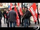 Cosenza, protesta all'Inps dei lavoratori in Cassa integrazione. I cittadini chiedono di saldare i pagamenti in ritardo