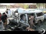 Pakistan, attentato nella stazione dei bus di Peshawar: 13 morti. Esplosa un'autobomba, almeno trenta feriti
