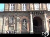 Napoli, vetri rotti e incuria: la faccia sporca di Palazzo Reale. Assuefatti al degrado: finestre sfondate e condizionatori vietati