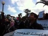 عاجل: متظاهرون امام النزل الذي يقام فيه مؤتمر أعداء سوريا بقمرت