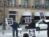 VIDEO ACTION D'ACT UP ET MEMBRES DE 'L'ENVOLEE'   DEVANT LE MINISTERE DE LA JUSTICE POUR THIERRY CALVY ET ANNIV SUSPENSION DE PEINE 5.03.2012 (6)