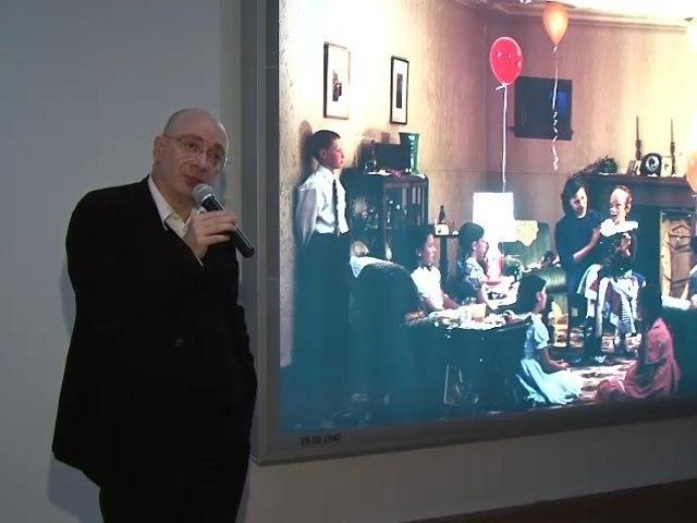 """Jean-Pierre Criqui à propos de """"A ventriloquist at a birthday party in October 1947"""" (1990) de Jeff Wall - Nouveau festival / 3ème édition"""