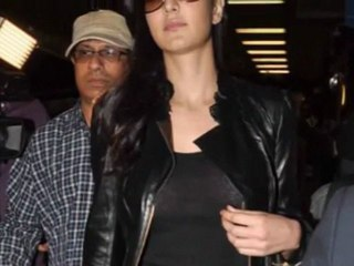 Busty Katrina Kaif CAUGHT without BRA