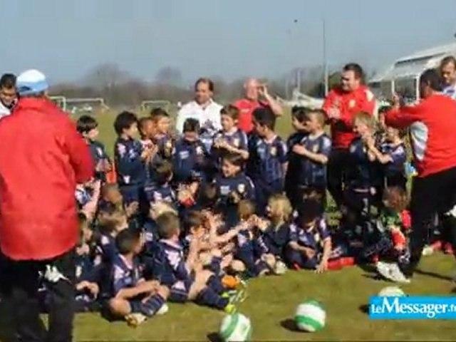 """ETG FC :  le """"Joyeux anniversaire"""" des jeunes du club à Pablo Correa (vidéo)"""
