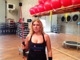 Monya fitness vi aspetta in palestra per i corsi con il tappeto elastico e la Flexi Bar Butterfly
