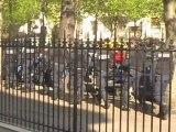 Paris : Une centaine de mal-logés manifestent devant la Mairie du 16ème
