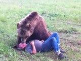 Un ours qui aime les calins