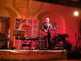 Jean Michel Grandjean chante l'orage de Brassens lors d'un concert à Autun pour les enfants du Burkina Faso