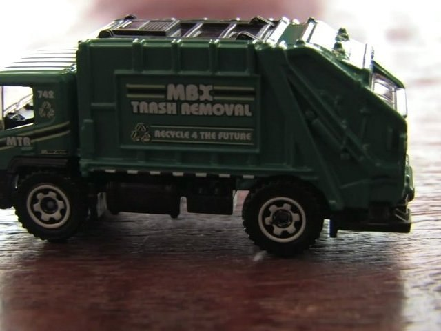 '08 GARBAGE TRUCK Matchbox car review by CGR Garage