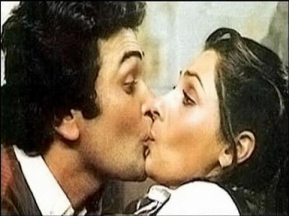 Chumma Chumma De De - Hot Kiss