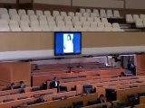 Thaïlande : Femme nue sur un écran durant un discours