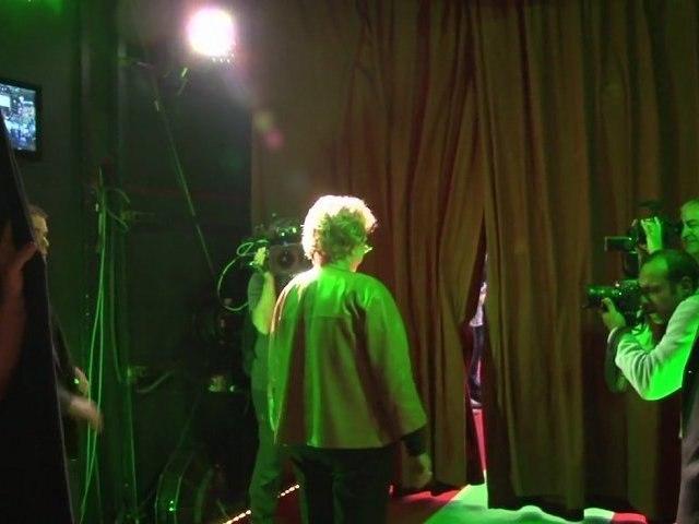 Dans les coulisses du meeting au Cirque d'Hiver à Paris