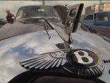 Les voitures anciennes défilent à Moscou