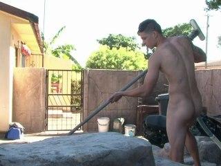 Une entreprise du Cap lance les hommes de ménage nus
