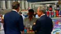 New York - Cameron mangia un hot-dog
