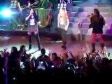Demi Lovato fue acorralada por sus fans durante su concierto en Paraguay   .