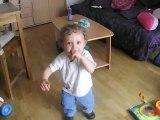 matheo danse sur bebe lilly