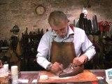 Beauté mode : Enlever une tache grasse sur chaussures en cuir
