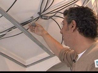 Comment poser un faux plafond sur rails ?