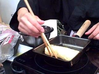 Réalisation d'une omelette japonaise en vidéo (Tamagoyaki)