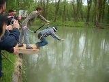 Enterrement de vie de garcon au saut à l'élastique