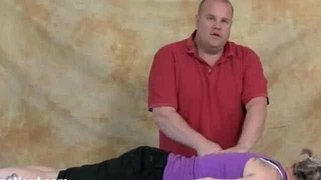 Demonstration of the  Thumbsaver - Massage Student Tips