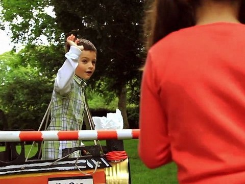 Act safely at level crossings ILCAD 2012 in English (with one child)