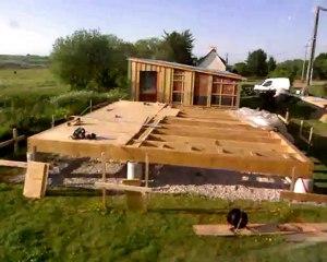 Stopmotion de la construction d'une maison ossature bois - la dalle bois