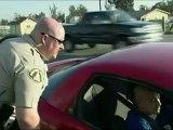 Un cycliste percuté par une voiture devant un policier