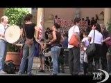 Genova, blitz No Tav nella sede del Comune: No al Terzo Valico. Protesta con tamburi e striscioni nell'atrio di Palazzo Tursi