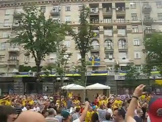 """Des supporters anglais et suédois réinterprètent """"Wonderwall"""" d'Oasis"""