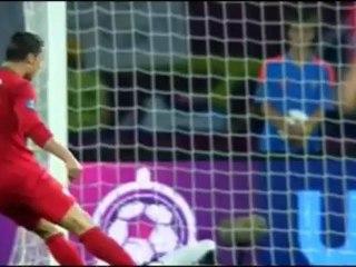 Cristiano Ronaldo marca contra a Holanda