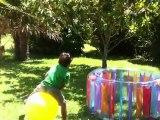 Matteo et Luca sur les ballons sauteurs