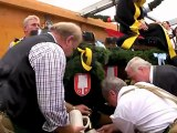 Oktoberfest 2010 - Anstich durch OB Ude mit 2 Schlägen. O'Zapft is