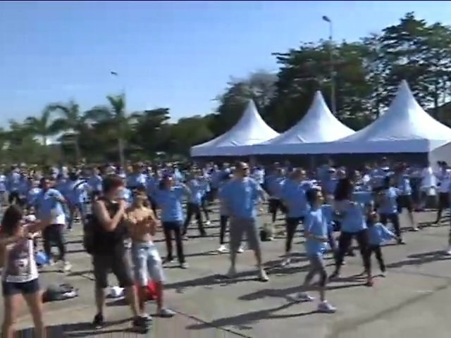 Dança, saúde e energia no Parque Villa-Lobos, em São Paulo