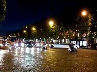 Les Champs-Elysées se drapent de sang et d'or