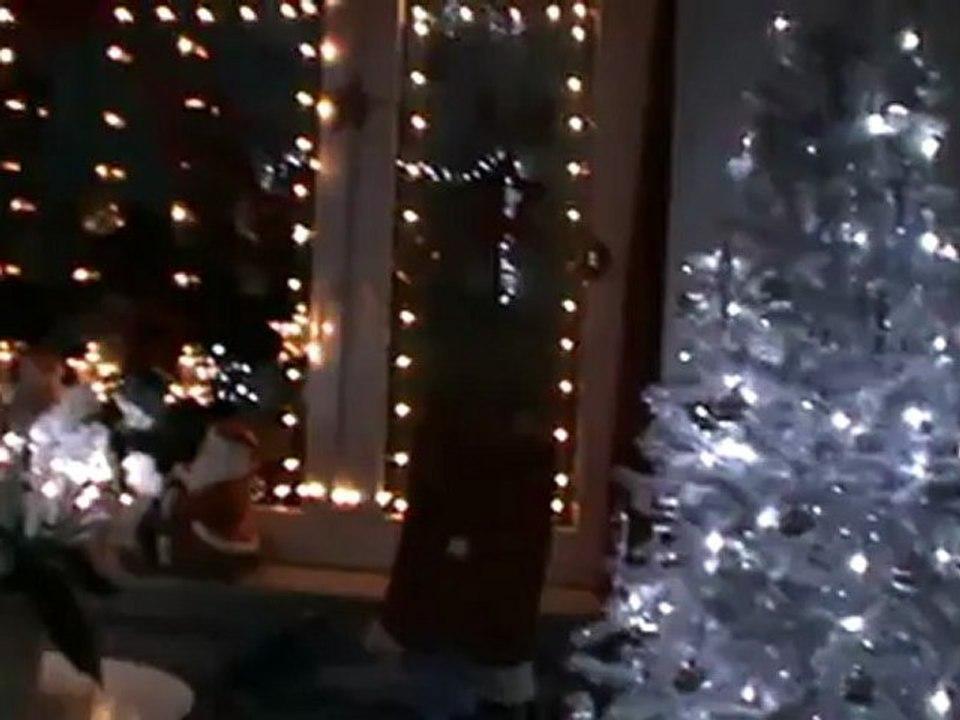 Schneiender Weihnachtsbaum.Weihnachten 2011 Schneiender Weihnachtsbaum Weiß Silber
