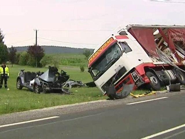 Accident entre 2 Poids Lourds et une voiture à Cohade en Haute-Loire : 2 morts et 4 blessés