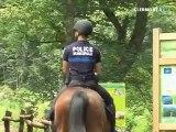 Un policier à cheval à Volvic