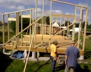 Stopmotion de la construction d'une maison ossature bois - l'ossature