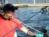 Etats-Unis: des pêcheurs de carpe armés d'un arc et de flèches